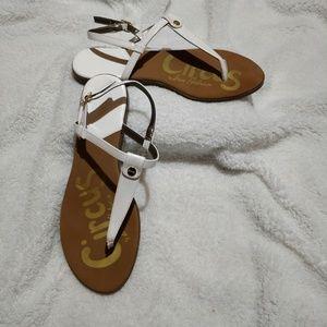 Circus by Sam Edelman Cayden t-strap sandals